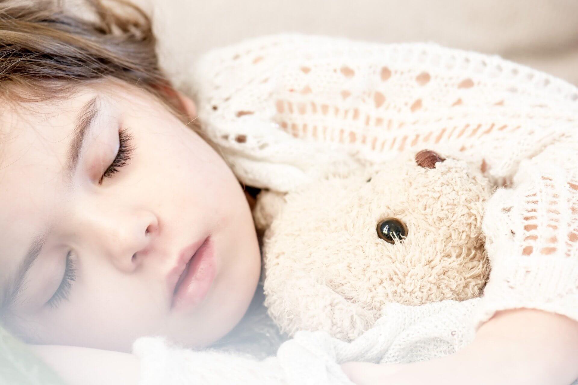 איך לגרום לתינוק לישון כל הלילה?